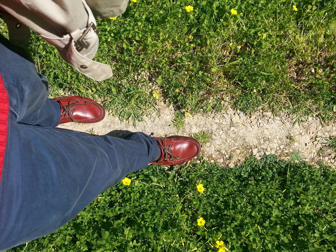 walking-382874_1280